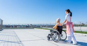 介護が必要な状態となった場合、住宅の改修のような初期費用に約69万円、訪問看護・訪問介護の利用といった毎月の費用に約7.8万円かかるというデータがあります。